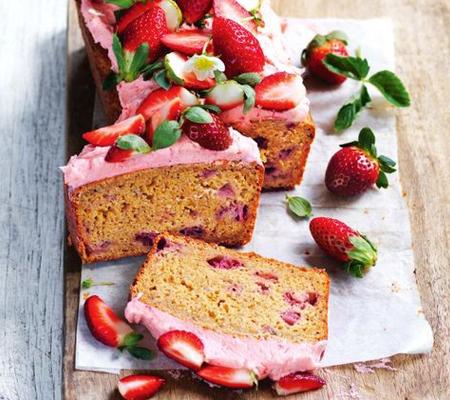 banana strawberry cake